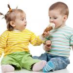 dondurma-yiyen-cocuklar